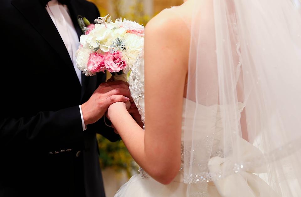結婚式場探しはどう進めていく?