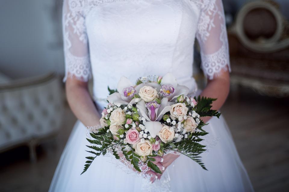 結婚式はいつにする?時期選びのポイント