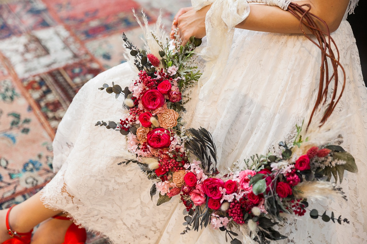 カラードレスで迎える大人クリスマス婚