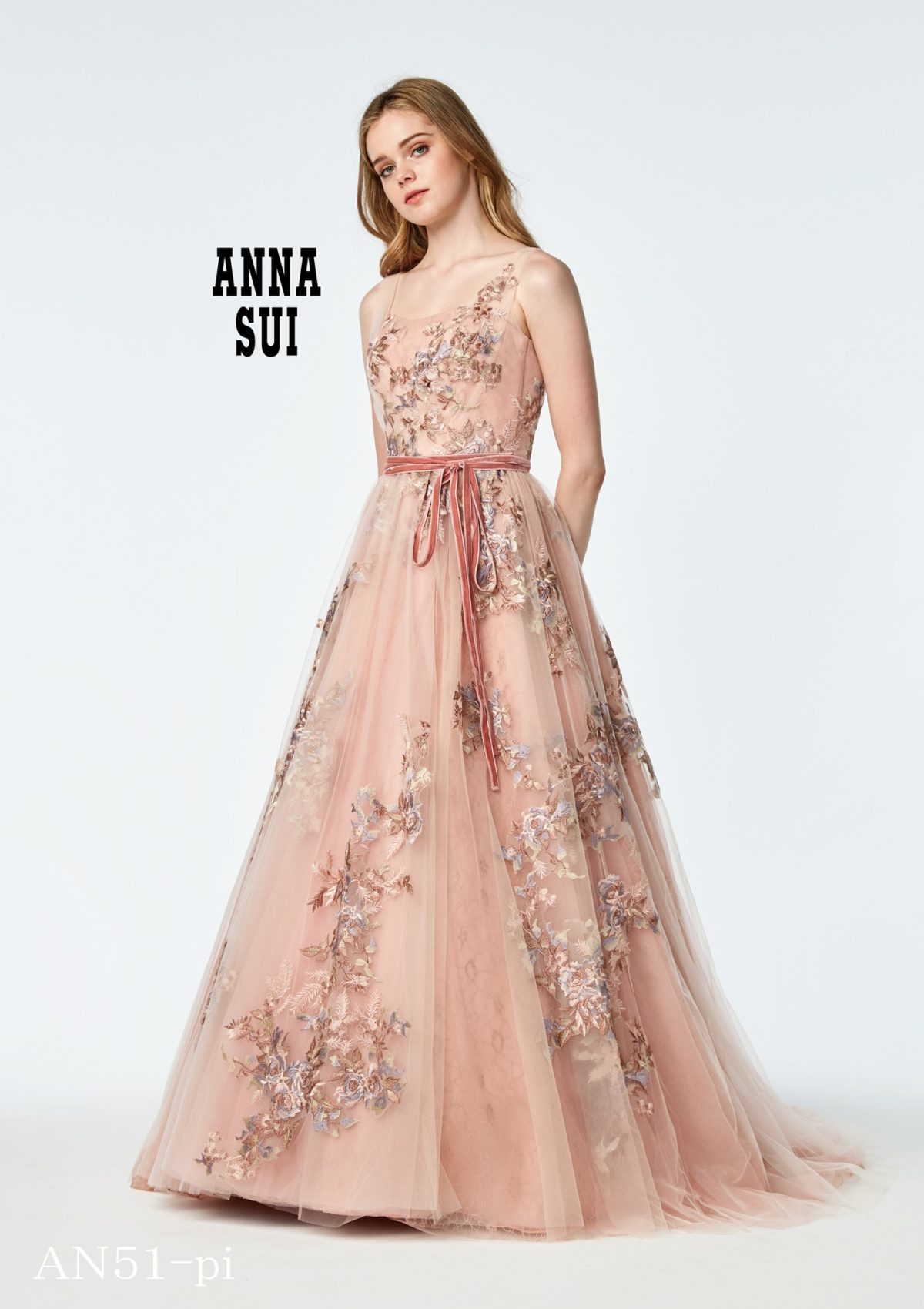 「可愛い」だけじゃない!春色ピンクドレス特集